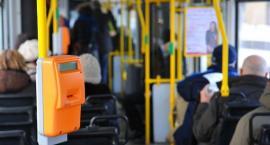 Rękoczyny pomiędzy kontrolerem i Amerykanką. Co się stało z monitoringiem w autobusie? [WIDEO]